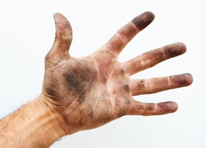 Руки испачканные чернилами от принтера