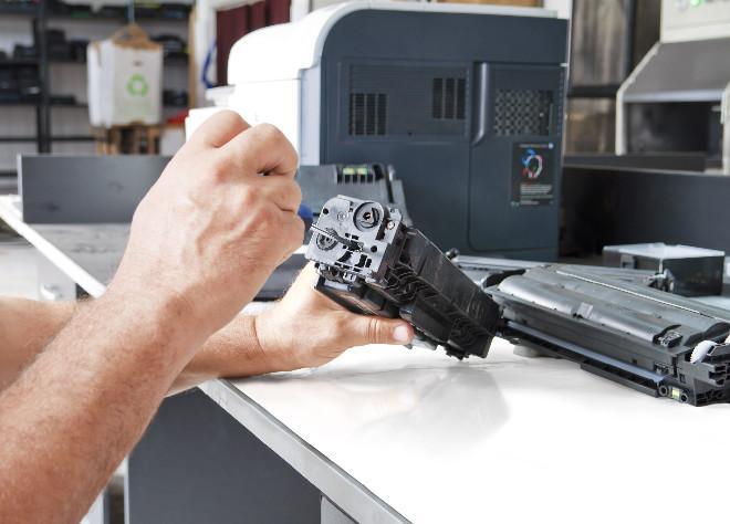 Процесс заправки лазерного картриджа