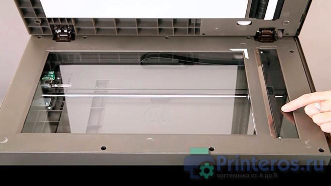 Загрязненное стекло автоподатчика сканера